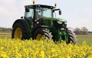 Pflanzenöl aus Raps ist als Kraftstoff in Landmaschinen geeignet. Foto: TFZ